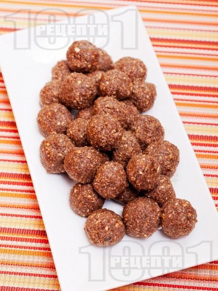 Свежи какаови веган бонбони с фурми, стафиди, овесени ядки и орехи за десерт - снимка на рецептата